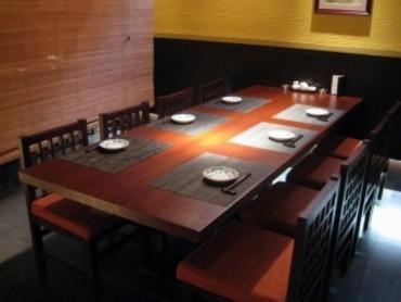 テーブル席①。