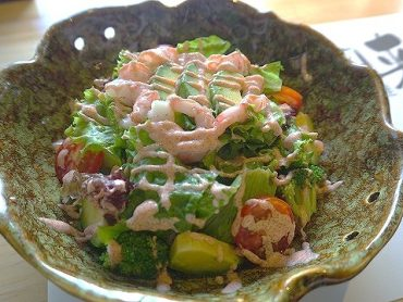 海老とアボガドの明太子ソースサラダ